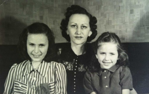 Old photo of Jo Ann, Hazel and Mary Kratzer